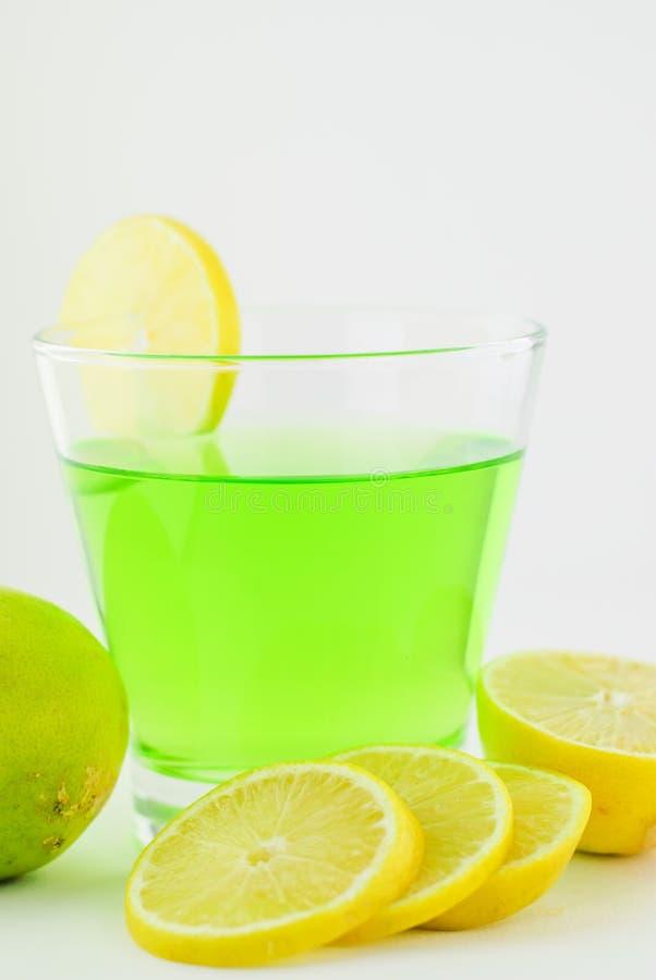 Ny citron och citrondrink royaltyfria bilder