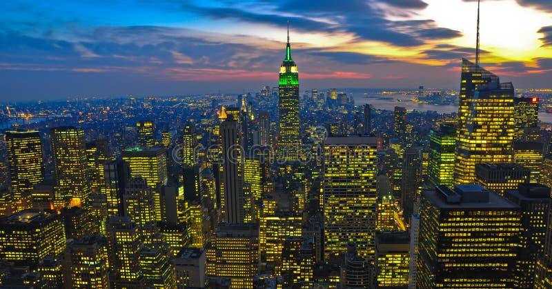NY, condizione del centro dell'impero, nightview immagini stock libere da diritti