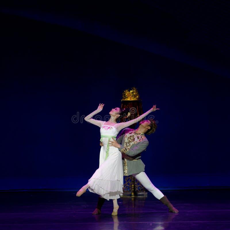 Ny dröm för ` för š för ¼ för actï för bröllopnatt- tre av att strimla siden- ` - ` för prinsessa för episk dansdrama` siden-, arkivbild