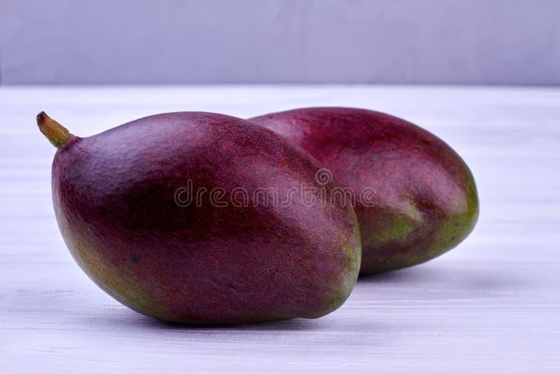 ny fruktmango två arkivfoto