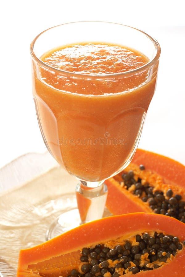 ny glass papayasmoothie royaltyfria bilder