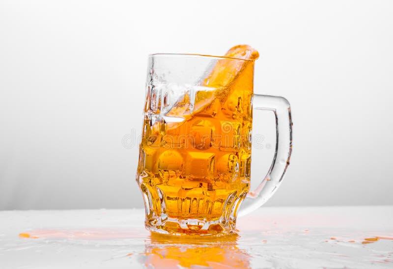 ny glass white för bakgrundsöl arkivfoton