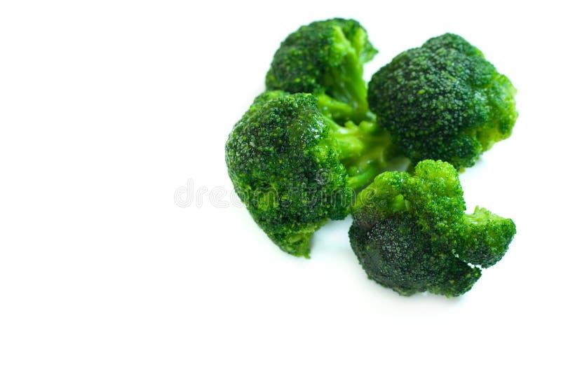 Ny gr?n broccoli som isoleras p? vit bakgrund arkivfoton