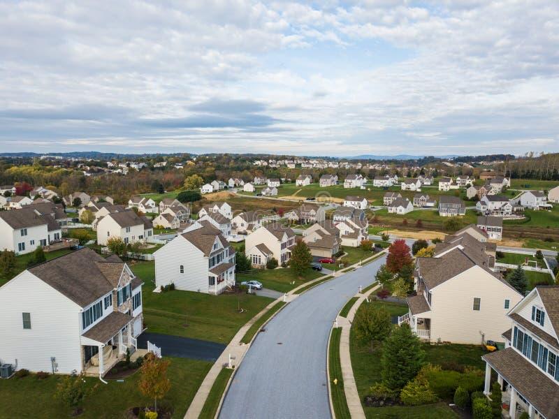Ny grannskap i Redlion, Pennsylvania från ovannämnt under nedgång arkivfoto