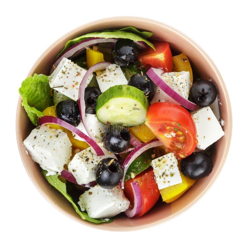 Ny grekisk sallad i lerabunke royaltyfri fotografi