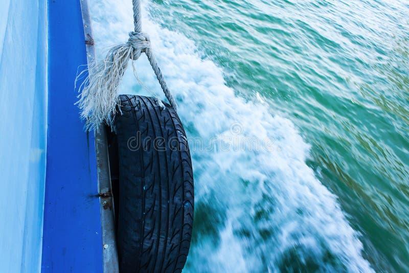 Ny gummihjulåtervinningutrustning arkivfoto