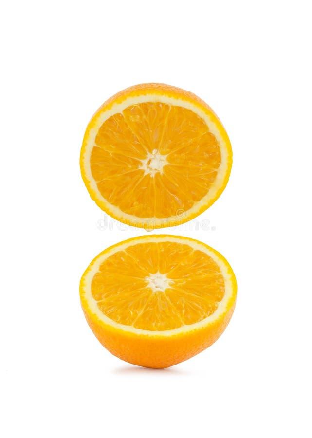 Ny halv apelsin på vit bakgrund fotografering för bildbyråer
