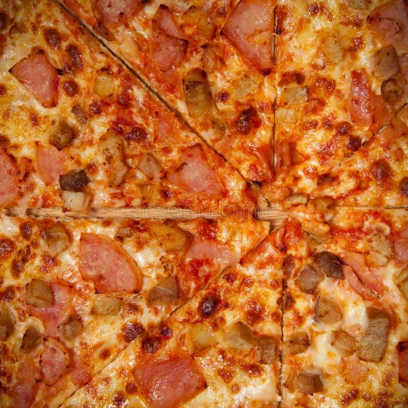 Ny hemlagad Pizza Ätlig bakgrund tonat royaltyfri fotografi