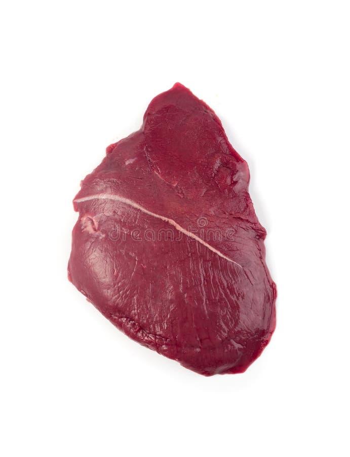 Ny hjortkött eller rådjurskött som isoleras på vit bakgrund arkivbild