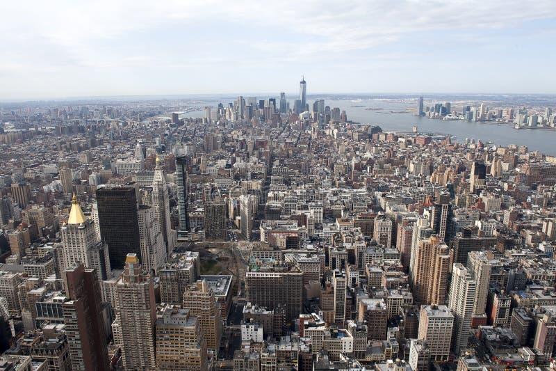 NY-horisontskyskrapor från byggnad för väldetillstånd royaltyfri foto
