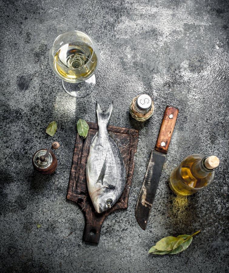 Ny improviserad Dorado fisk med vitt vin royaltyfria bilder