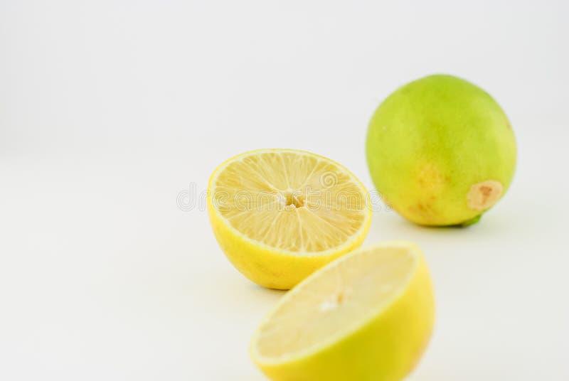 ny isolerad citron royaltyfri fotografi