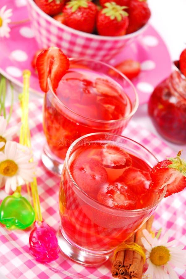ny jordgubbe för drink arkivbilder