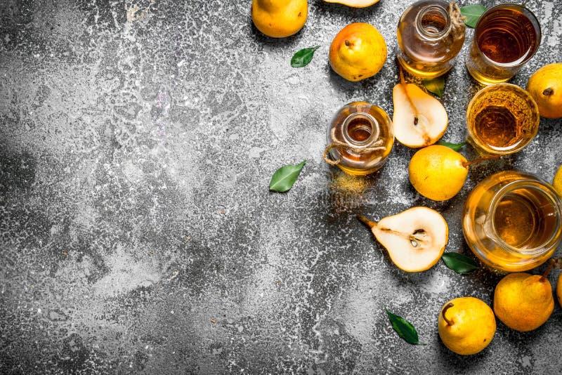 Ny kompott av mogna päron arkivfoton