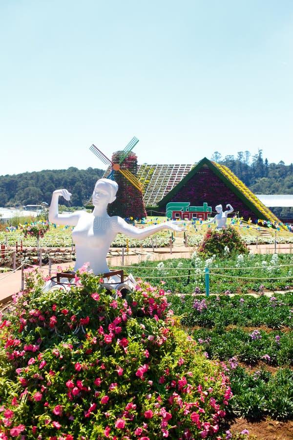 NY LANTGÅRD för DALAT - pittoresk blommaträdgård och ställe för att besöka i Da-Lat arkivbild