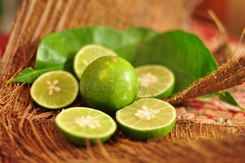 ny limefrukt bär fruktt grönsaker royaltyfri foto