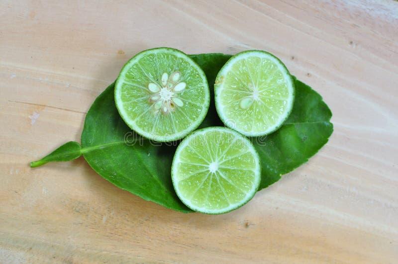 ny limefrukt bär fruktt grönsaker royaltyfri fotografi