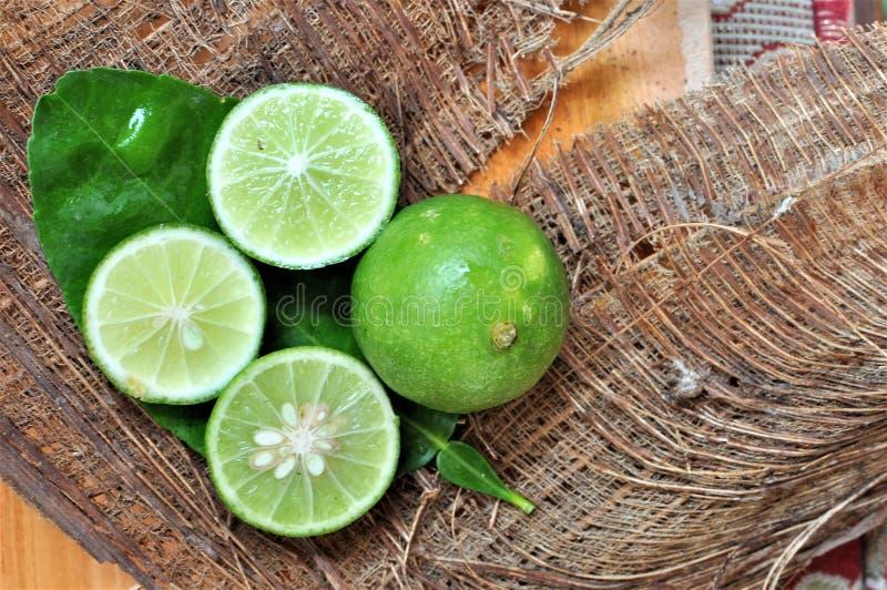 ny limefrukt bär fruktt grönsaker royaltyfria foton