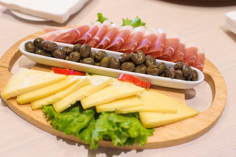 Ny mat för medelhavs- aptitretare arkivbild