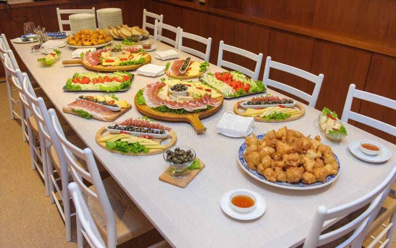 Ny mat på tabellen, italiensk kokkonst fotografering för bildbyråer