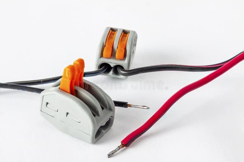 Ny mekanisk klämma för elektriska trådar för hög spänning royaltyfri bild