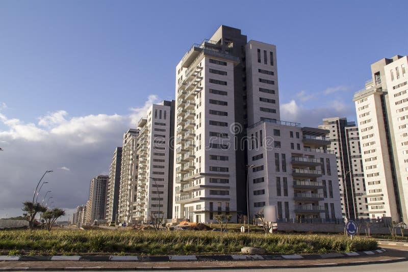 Ny modern stads- grannskap som är klar för befolkning royaltyfri bild