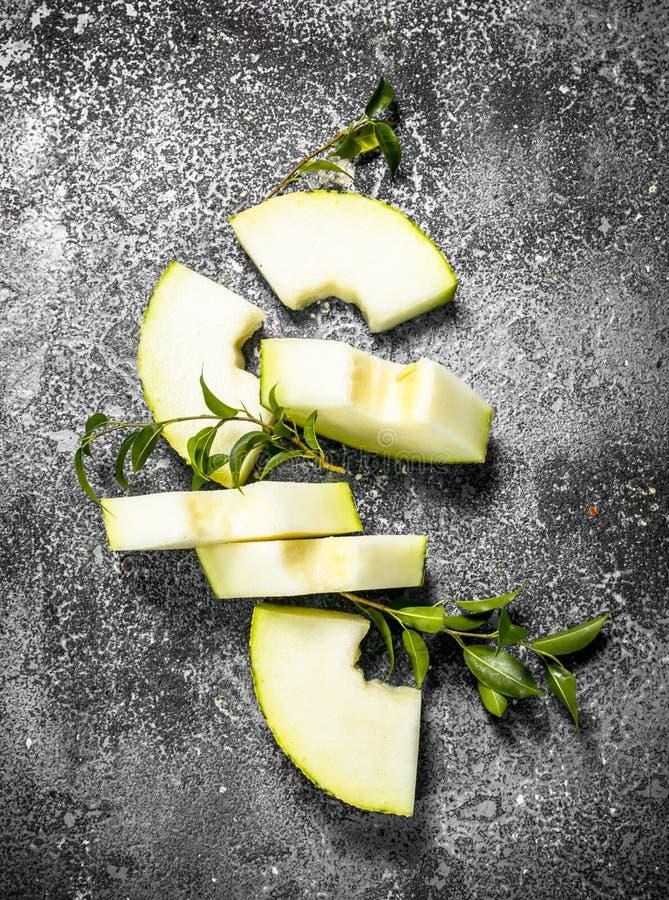 Ny mogen skivad melon arkivfoton