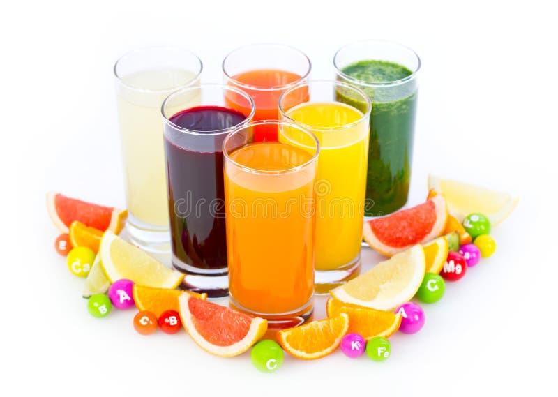 Ny och sund frukt och grönsakfruktsafter royaltyfri fotografi