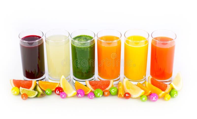 Ny och sund frukt och grönsakfruktsafter royaltyfri bild
