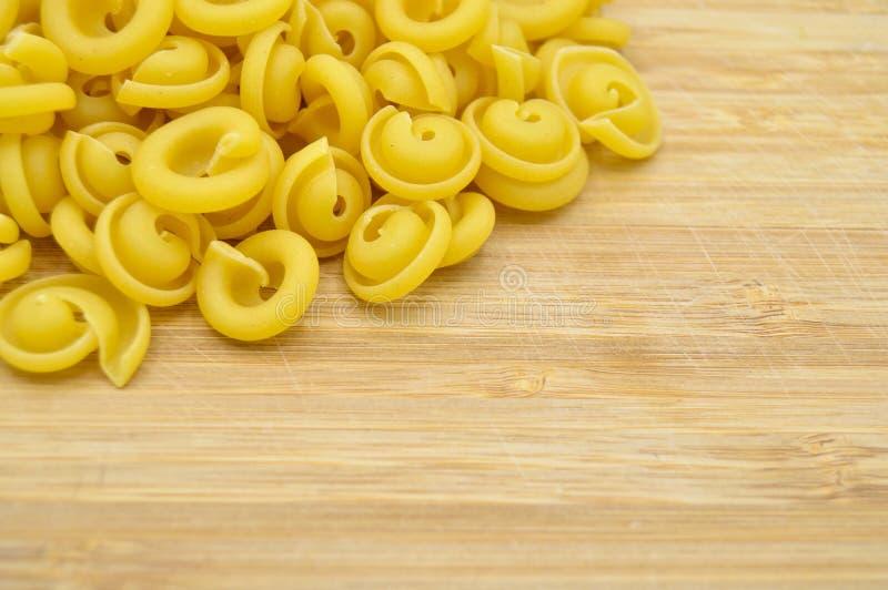 Ny okokt guld- kul?r pasta fotografering för bildbyråer