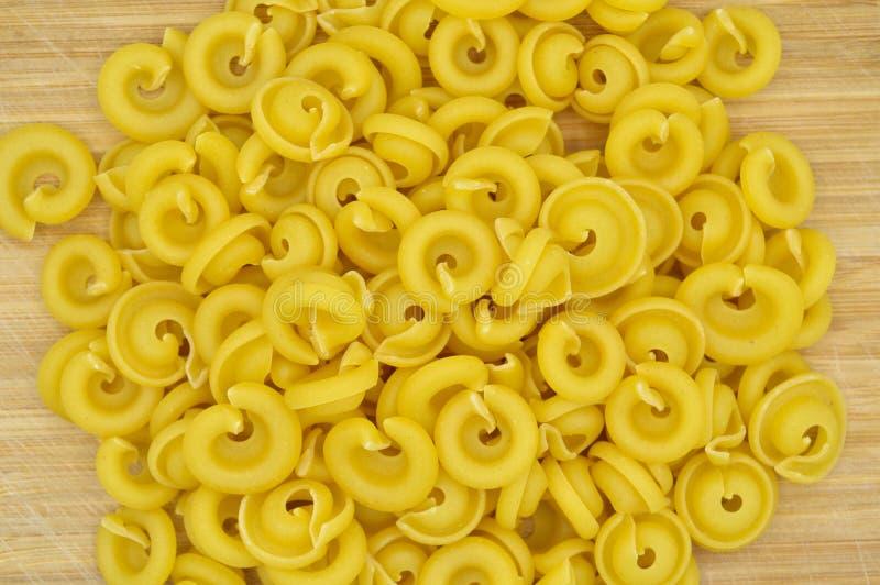 Ny okokt guld- kul?r pasta royaltyfri bild