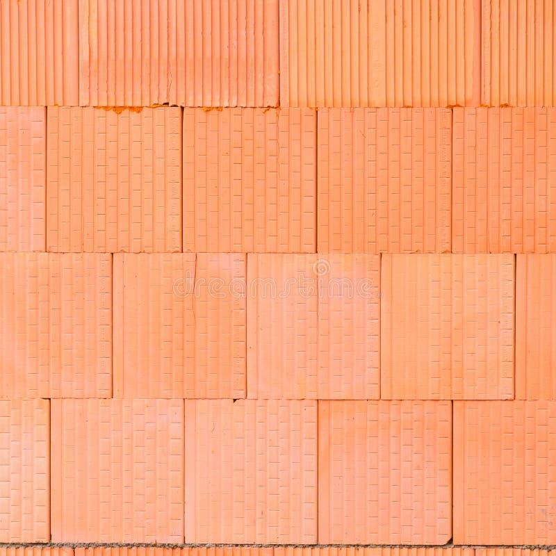 Ny orange bakgrund för tegelstenvägg Begrepp för arbetare för husbyggnad arkivbilder