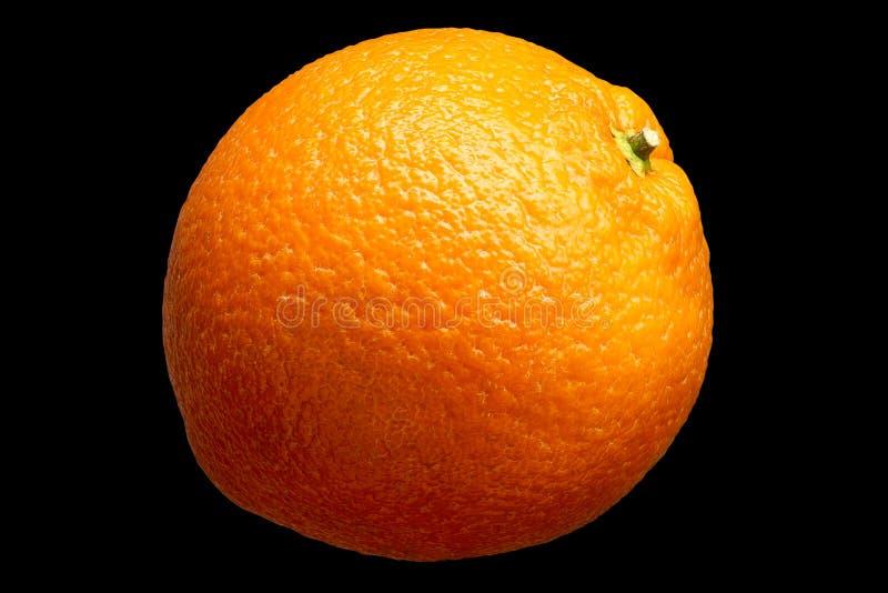 Ny orange frukt som isoleras på svart bakgrund arkivfoton