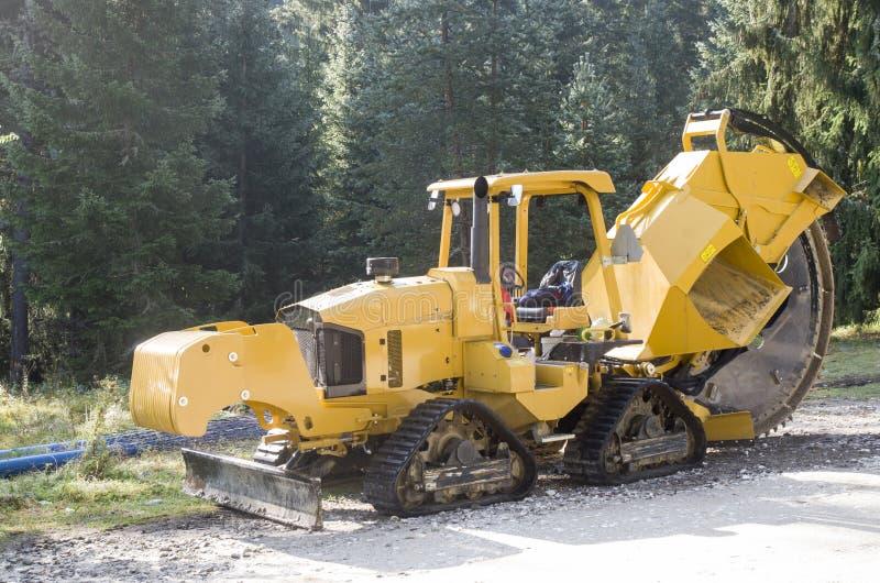 Ny orange Trencher för vägkonstruktion royaltyfria foton