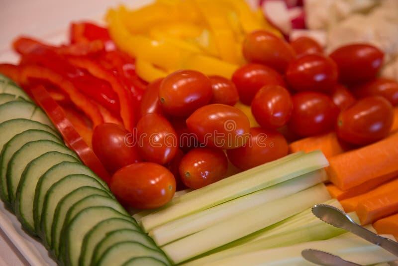 Ny organisk skivad mat för begrepp för grönsakmagasinbakgrund sund vegetarisk fotografering för bildbyråer