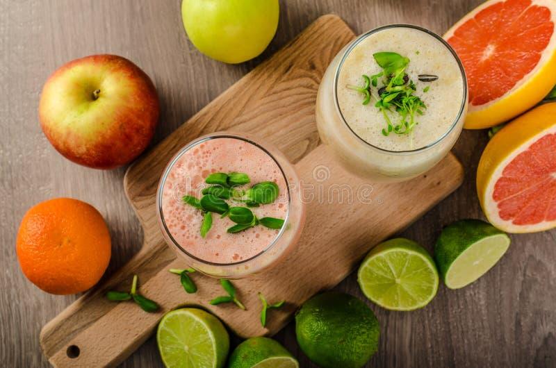Ny organisk smoothie arkivfoton