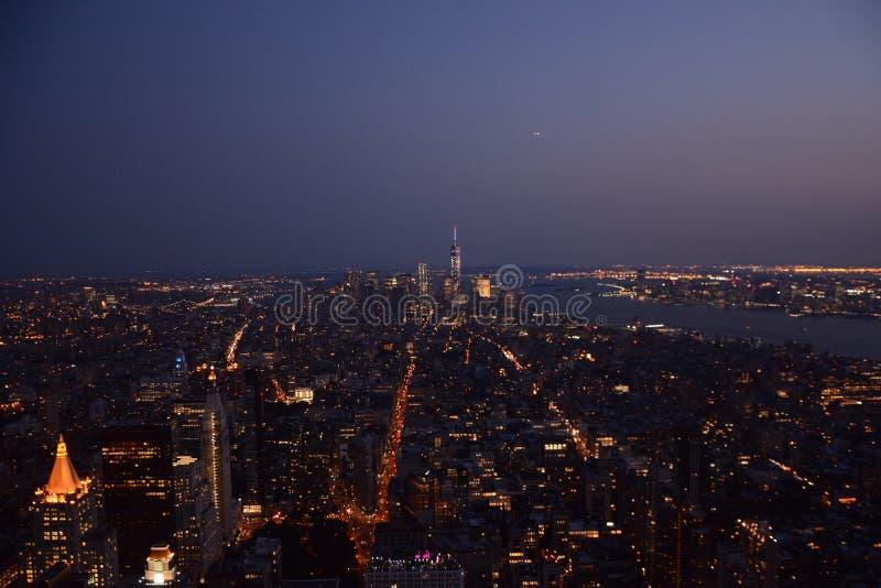 NY på skymning arkivbild
