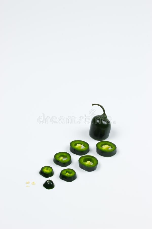 Ny peppar för JalapenoMaxican chili i isolerad bakgrund arkivbilder
