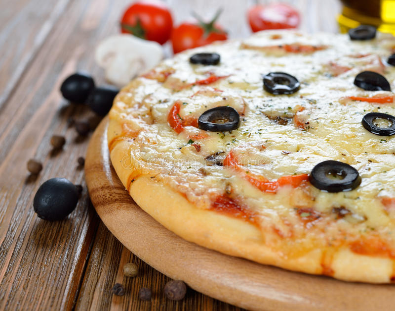 Ny pizza arkivbilder