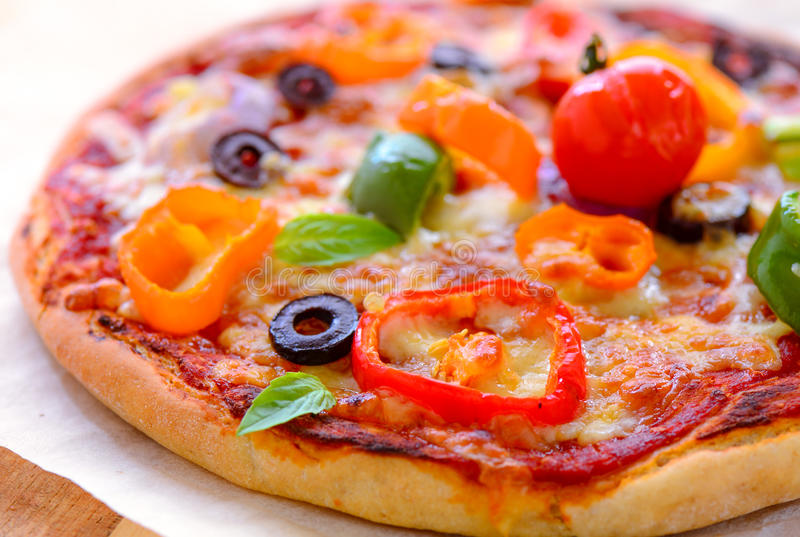 Ny pizza för ugn arkivbild