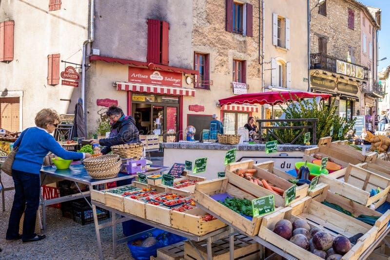 Ny produktmarknad i Provence, Frankrike arkivfoton