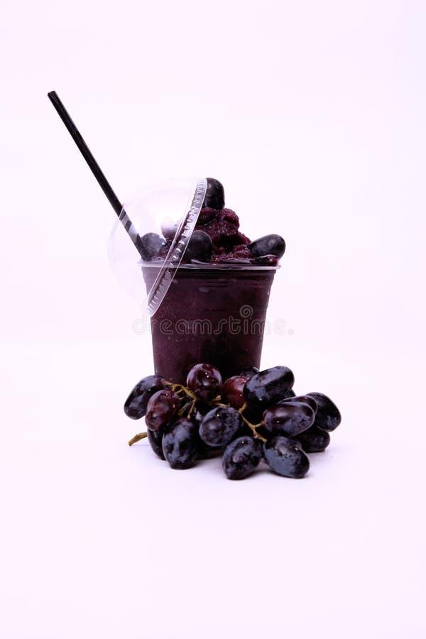 Ny röd druvafruktsaft royaltyfria bilder