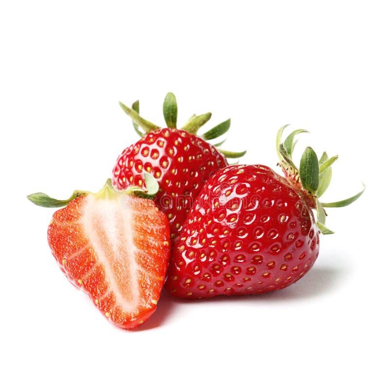 Ny r?d jordgubbe som isoleras p? vit bakgrund arkivfoton