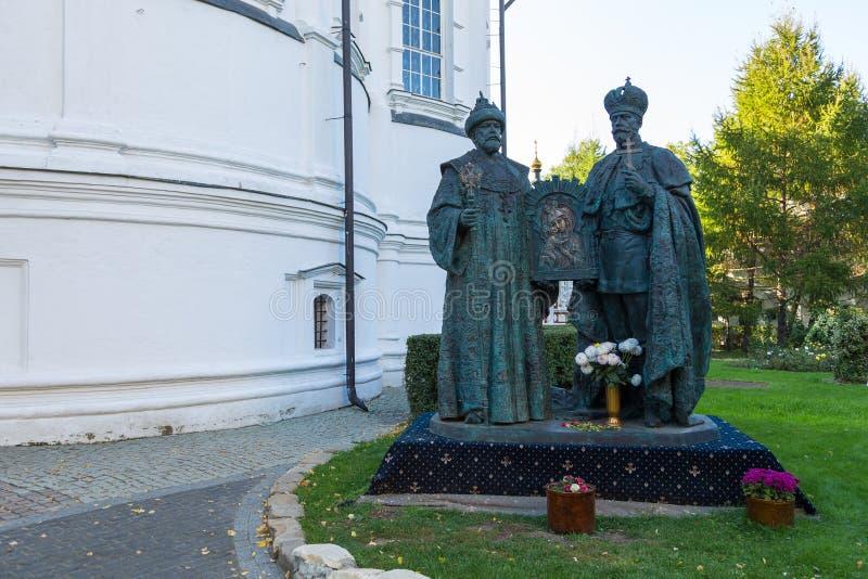 Ny Romanov monument på den Novospassky kloster royaltyfria foton
