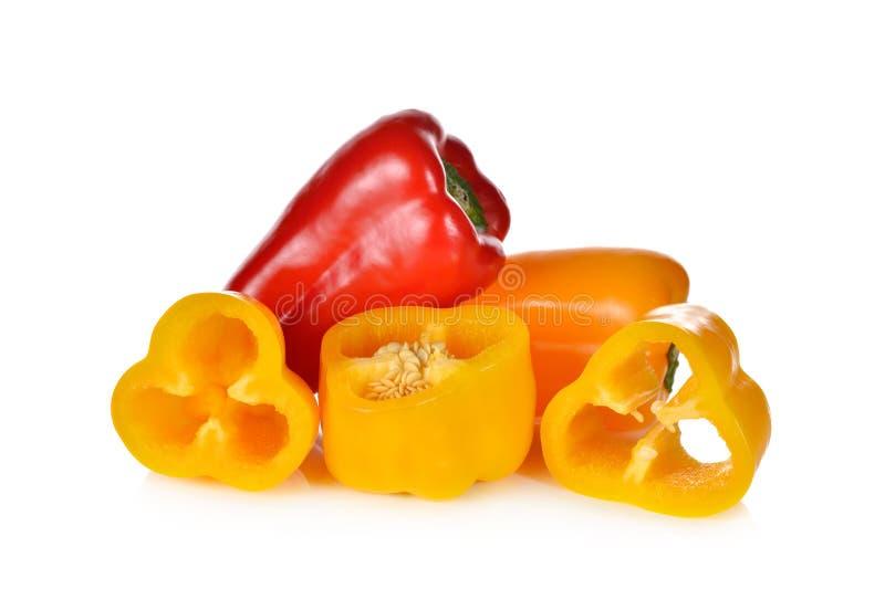 Ny sött röd, gul och orange aura peppar på den vita backgrouen arkivbilder