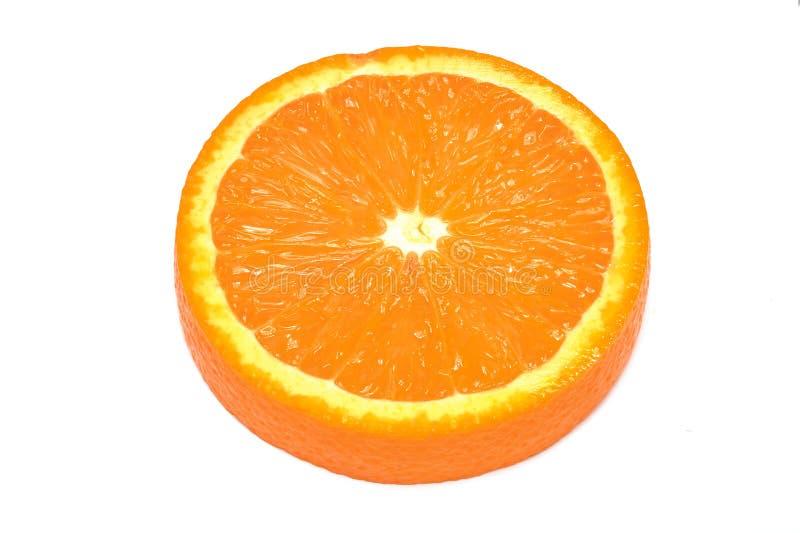 Ny skivad apelsin på vit bakgrund som isoleras fotografering för bildbyråer