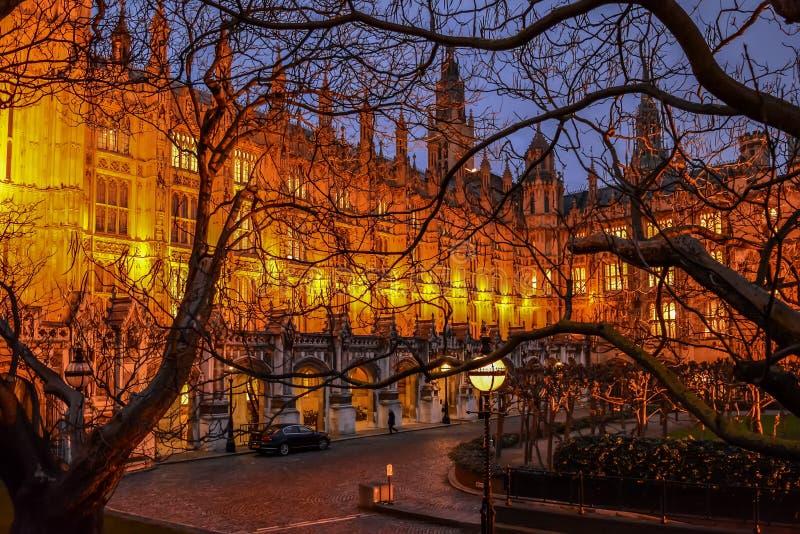 Ny slottgård av den Westminster slotten på nattetid royaltyfri foto