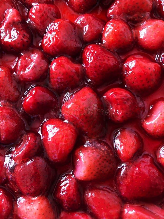 Ny smaklig röd söt efterrätt för jordgubbesirap arkivbilder