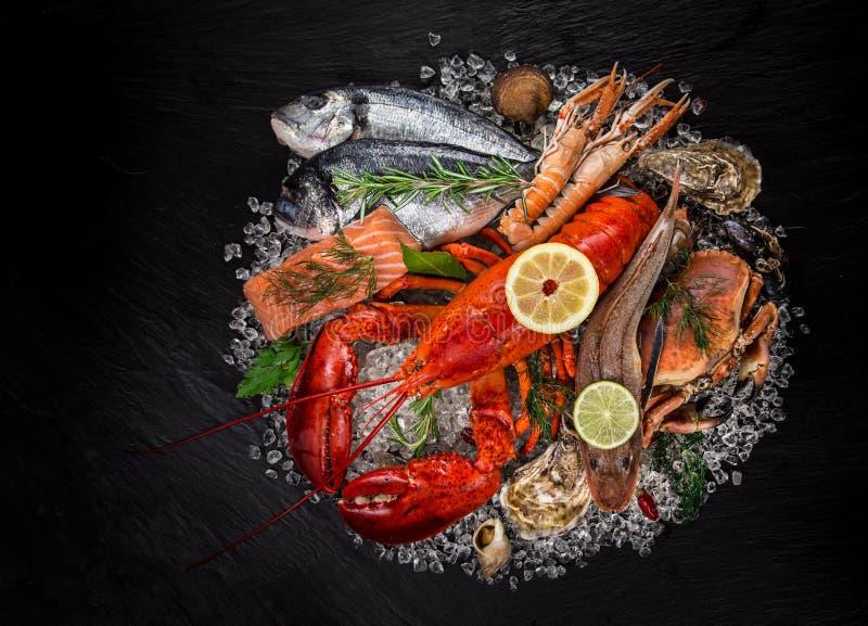 Ny smaklig skaldjur som tjänas som på den svarta stenen arkivfoto