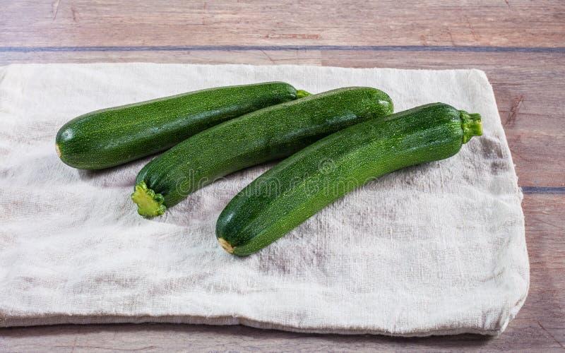 Ny ung zucchini royaltyfri foto